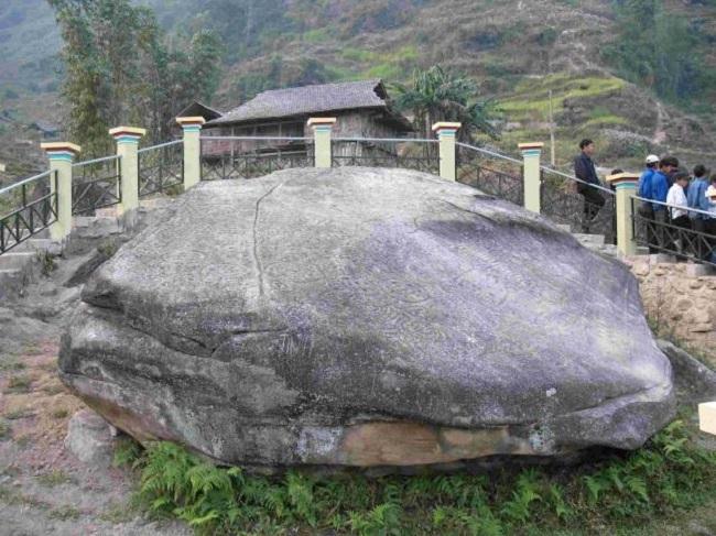 Bãi đá cổ được nhìn từ trên cao